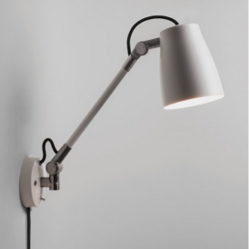 Atelier Grande Industrial Wall Light in White Finish 7504